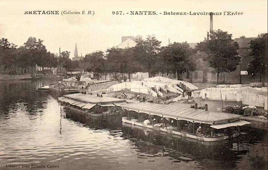 Bateaux-lavoirs sur l'Erdre